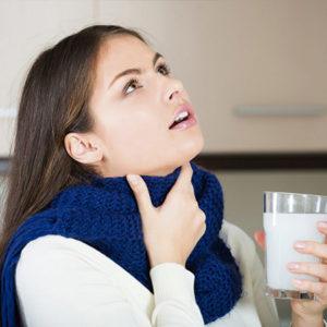 Calmar la tos con Gárgaras con sal